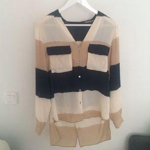 Relativt ny tröja från zara. Bara använd en gång. Säljer den pågrund av att jag aldrig använder den. Storlek medium!