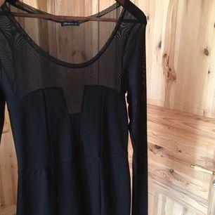 Slutsåld populär klänning i strl XS, S, från stylein. Använd en gång på en konsert. Som ny! Nypris 1500:-