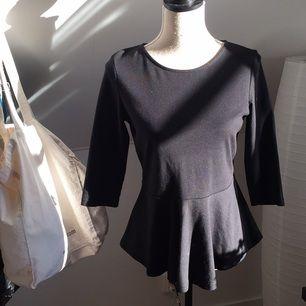 Fin peplum-tröja från Lindex. Välanvänd, men fortfarande i fint skick!