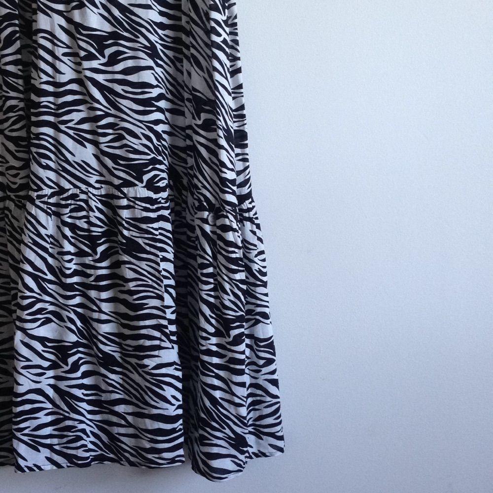 Zebramönstrad maxiklänning från Three-Sixty-Five, sparsamt använd & i fint skick🌸 Tar gärna swisch & frakt tillkommer✨. Klänningar.