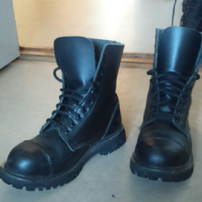 c869ba2c kängor stålhätta läder