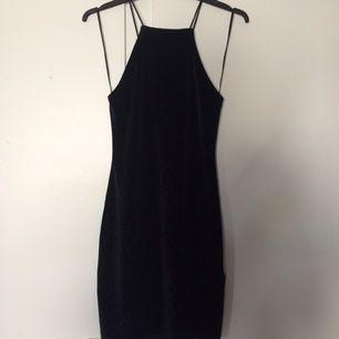 Tight liten klänning, med orm print 🐍 Aldrig använd, prislapp fortfarande kvar Från h&m 💫