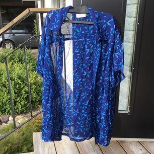 En skjorta i världens finaste blå 🐋🌿