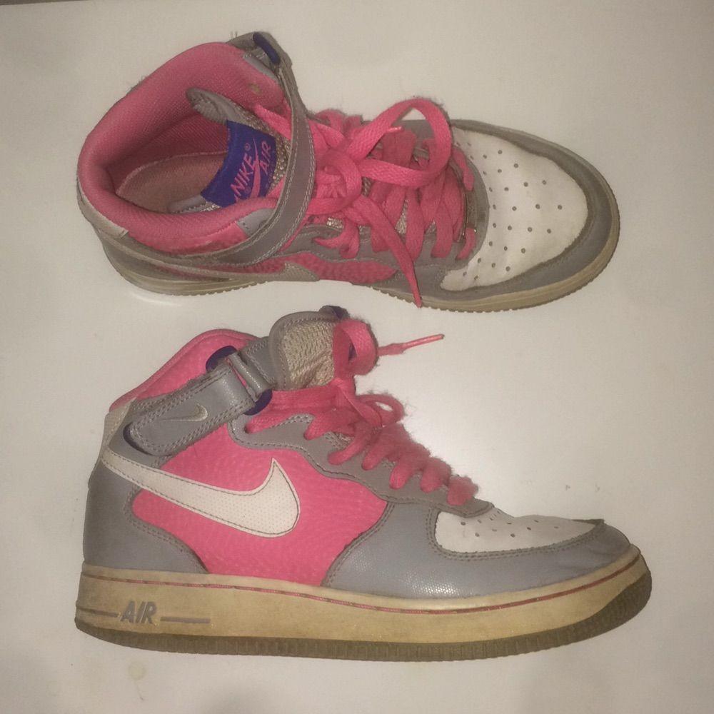 release date: 06773 76602 Nike Air force 1, använda men i bra skick, gråa och rosa detaljer, ...