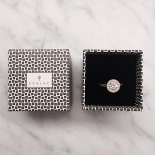 Ring, rosguld färg. Edblad. Köpt för 290 kr, knappt använt.