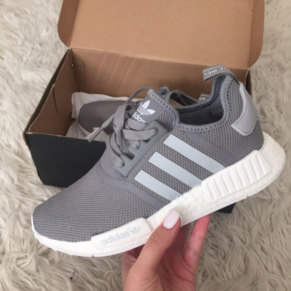 outlet store a8c5d 12783 Helt nya Adidas Nmd r1 skor. Säljer för öppet köpet på butiken jag köpte  dem i ...