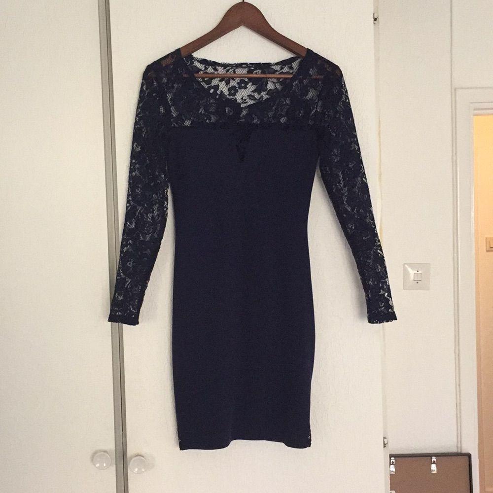 1ed78e88c8e0 Tajt marinblå klänning från weekday - Weekday Klänningar - Second Hand