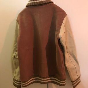 beams leather wool jacket storlek M Endas använt under en höst Kan mötas vid TC Kan skicka via post
