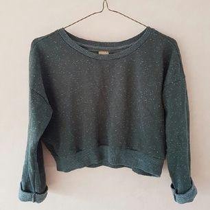Skön magtröja från Zara, Trafaluc. Kort modell. Den slutar i midjan på mig  (är 164 cm lång)  Snygg till exempelvis högmidjade byxor