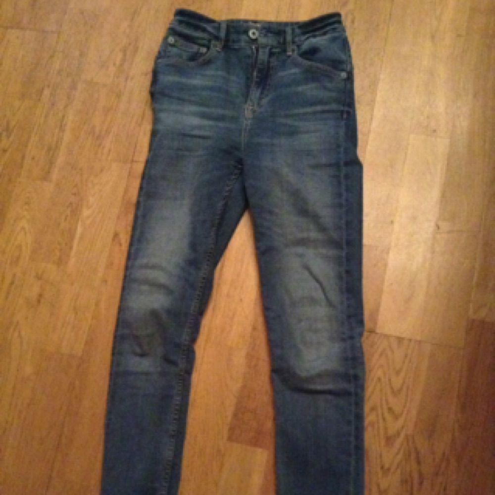 En normal längd byxa från JC med bästa kvalité för bara 150kr. Skinny Fit men är ändå jättestrechig och flexibel. Använd bara 2 gånger. Kan mötas upp i T-C närsomhelst. . Jeans & Byxor.