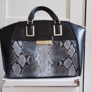 Calvin Klein väska köpt i USA förra året. Använd ett par gånger men är i felfritt skick