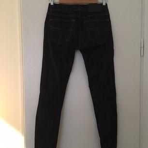Tiger jeans i skinnyfit. 25/32.