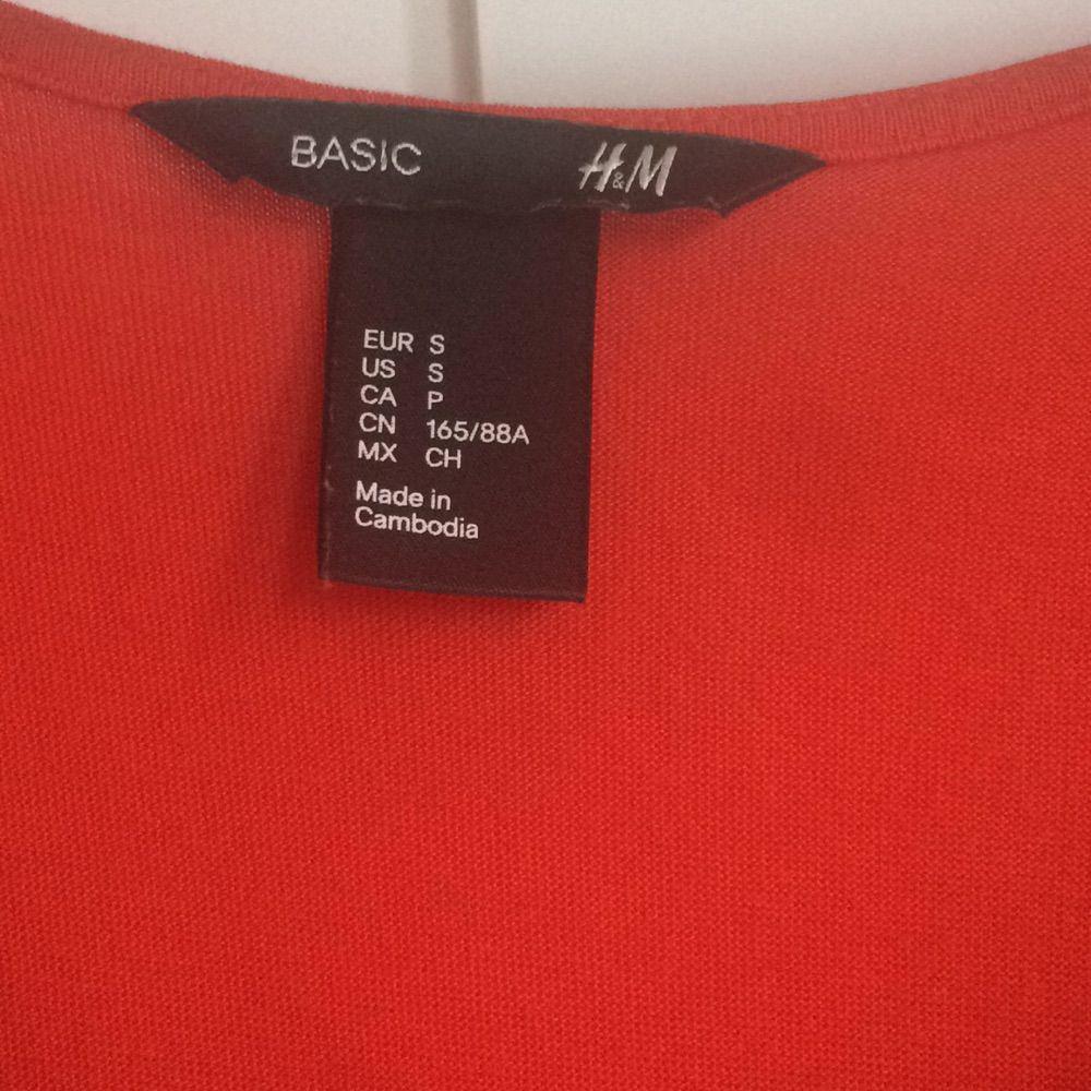 387a4856217a Sparsamt använd så den är Lång tajt klänning från HM i orange röd fin färg. Sparsamt  använd så den är