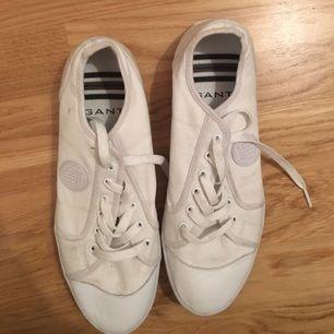 Vita sneakers från GANT, använda två gånger. Säljes pga fel storlek.