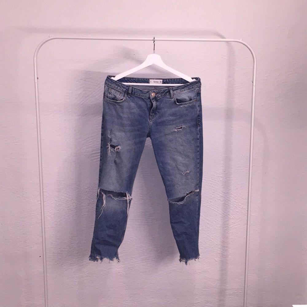 092f9d20ffbb Snygga girlfriend/boyfriend slitna jeans från mango! Låg midja och bra  skick Hör av ...