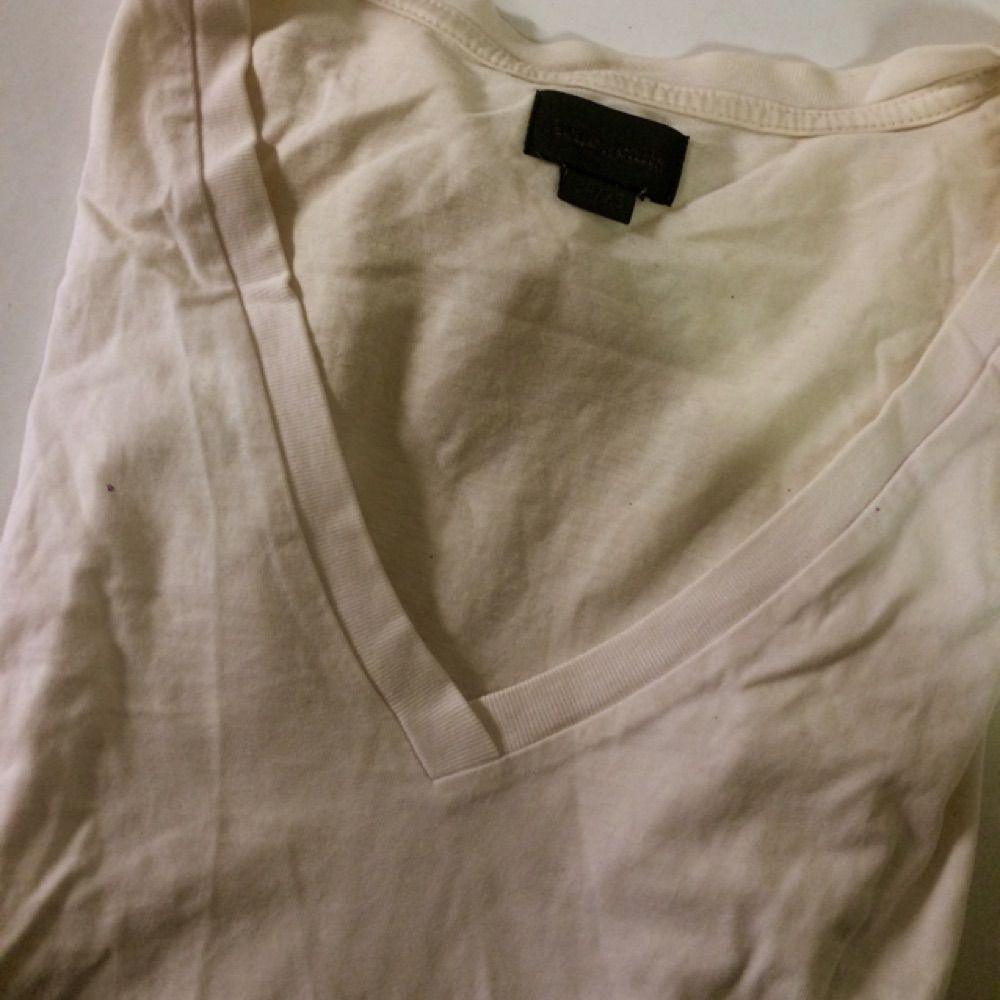 Fin basic tisha från Acne! Färgen - Acne T-shirts - Second Hand af35b22dd3720