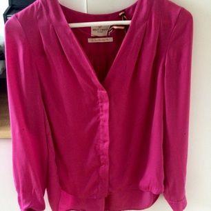 Jättefin rosa blus från holly&white! Använd endast två gånger!