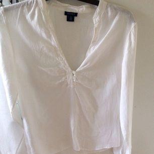 Klassisk fin linneskjorta från GANT! Använd fåtal gånger så nästintill ny!
