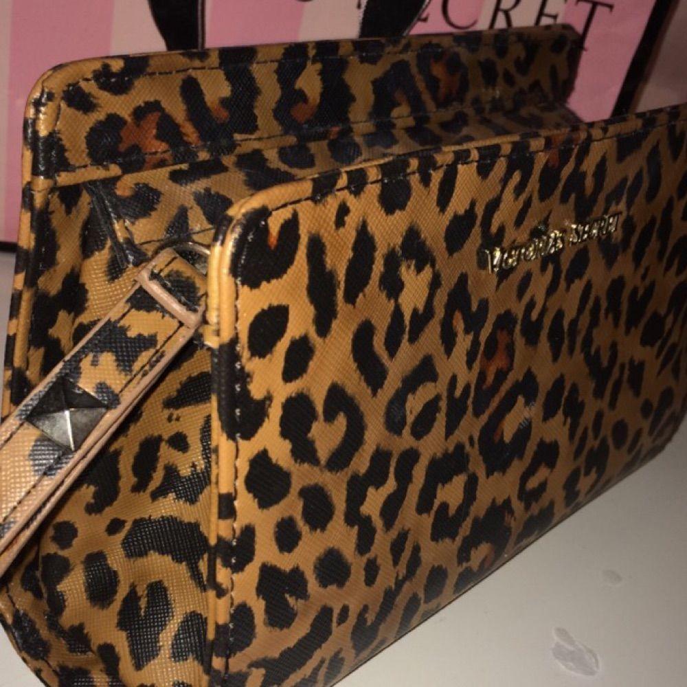 73e7ac1b1e2 ... VS necessär med leopard mönster, använt ett par gånger men det är  absolut inget fel ...