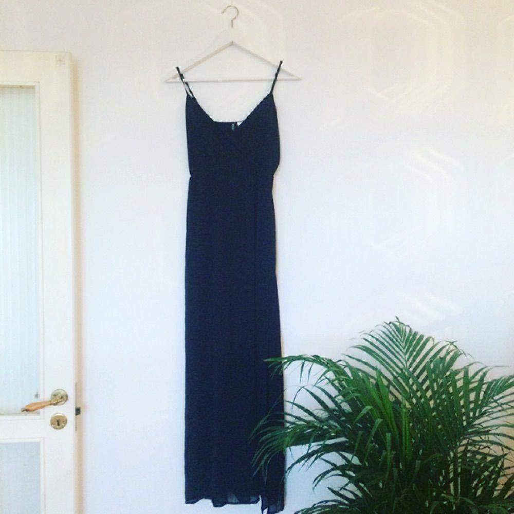 2843056c6702 Långklänning från h&m, transparent ner till (men med underklänning  fastsydd, så inget behövs ...