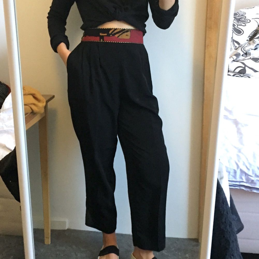 Svarta byxor i tunt material fint - Jeans   Byxor - Second Hand 856d0f0d60568