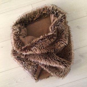 Fuskpäls halsduk/krage från zara. Som ny :)