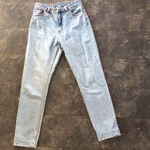 Snygga mum jeans från monki Ljusblåa Betalning sker genom swish ✨