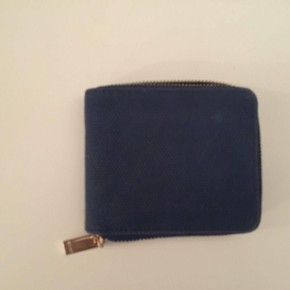 f252a3a4b27 Gant plånbok. tyg och brunt skinn i plånboken. Den är använd men  fortfarande i ...