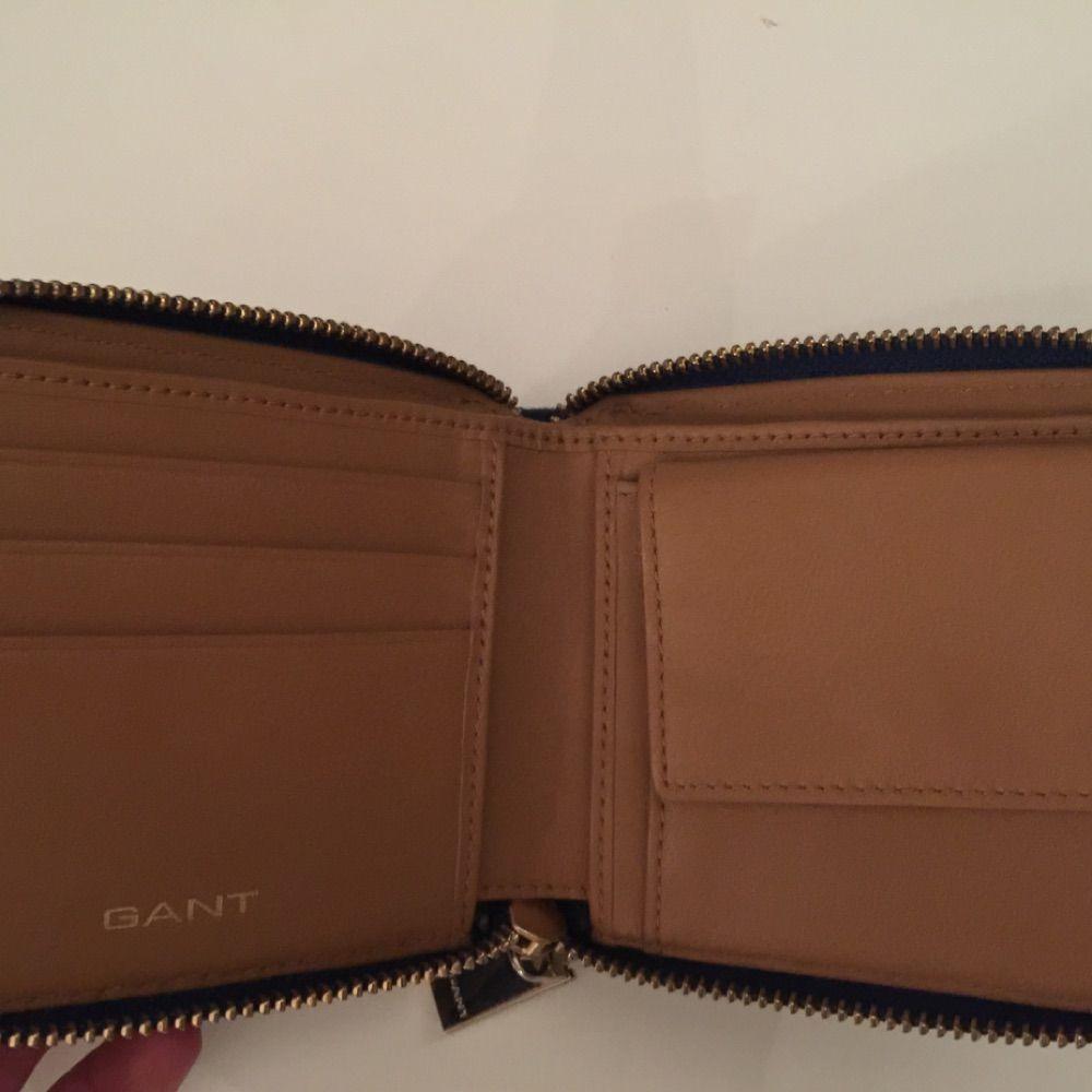 2c37167f543 Den är använd men fortfarande i Gant plånbok. tyg och brunt skinn i  plånboken. Den är använd men fortfarande i