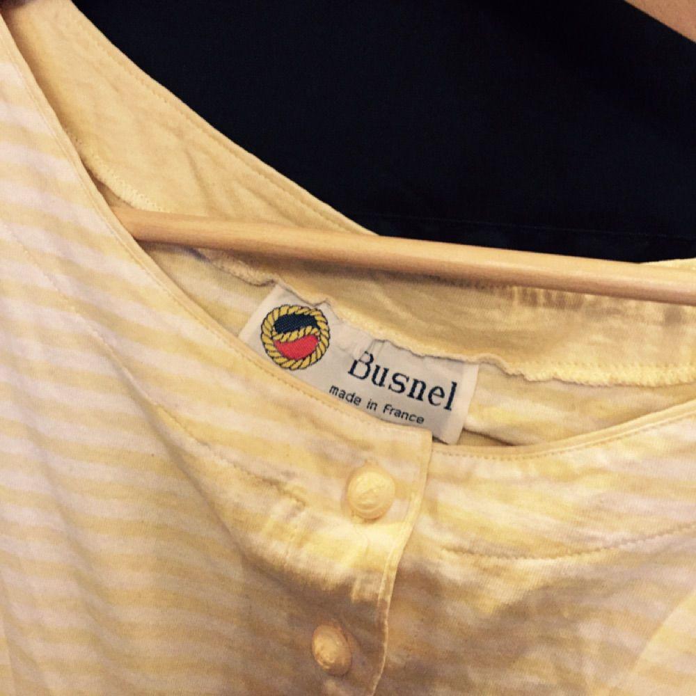 Märket busnell . T-shirts.