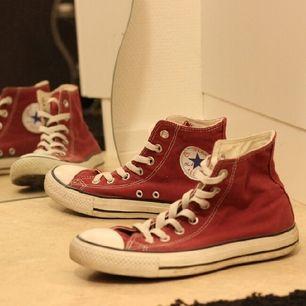 begagnade skor från converse all star, hela och fina. pris går att diskutera.  hämtas i uppsala, alternativt stockholm. köparen står för frakt, samfraktar gärna om du vill köpa annat jag säljer.