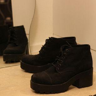 sparsamt använda skor från vagabond, hela och fina. pris går att diskutera.  hämtas i uppsala, alternativt stockholm. köparen står för frakt, samfraktar gärna om du vill köpa annat jag säljer.