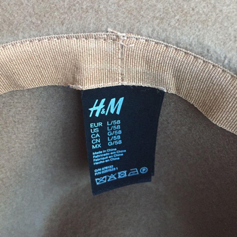 Kommer från Superfin hatt köpt på H M för cirka ett år sedan. Sparsamt  använd. Kommer från eafa6fc6b3abb