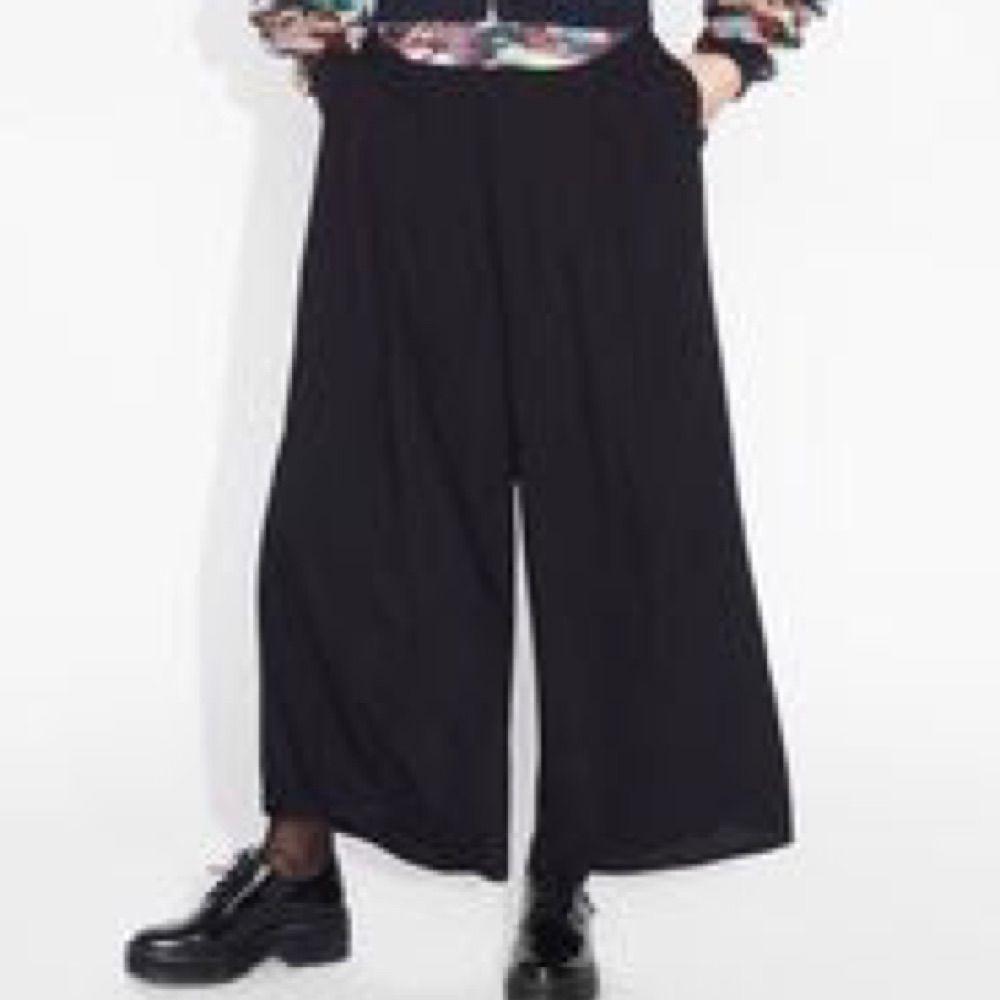 Cecilia trousers från Monki i storlek S! Slut i butik sedan länge och  aldrig använda ... 9ba1f75d02b7f