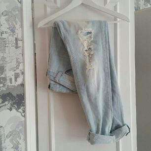 sisters point, använda max 1-2 ggr & köpta på nelly.com för 2-3 år sen. trasiga boyfriend jeans, skitsnygga! 👌