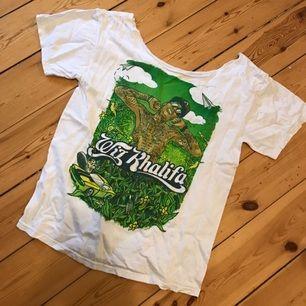 Wiz Khalifa T-shirt som är klippt uppe vid halsen!