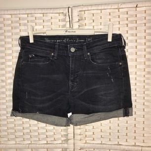 Levi's shorts I cut of myself. The fabric is stretchy.