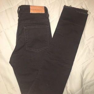 Mörkbruna jeans från Acne