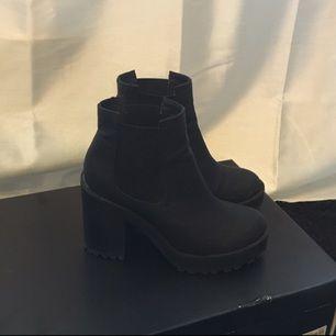 Svarta boots från H&M, använda ett fåtal gånger