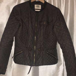 Mörkgrön quiltad jacka från vero Moda