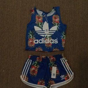 Linne och shorts från Adidas  (limited edition). Storleken är 38 men är väldigt liten i storleken och är mer som en 36a