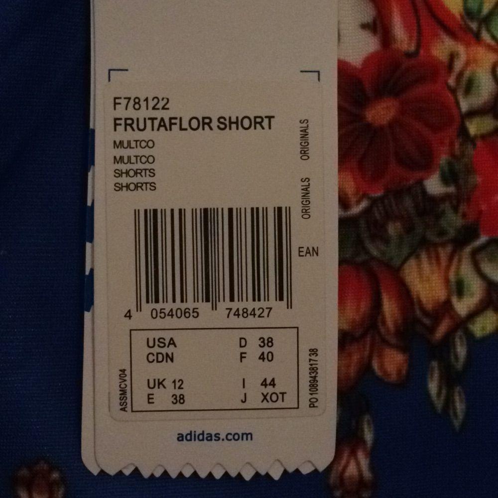 Linne och shorts från Adidas  (limited edition). Storleken är 38 men är väldigt liten i storleken och är mer som en 36a . Övrigt.