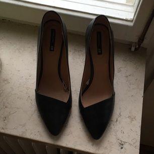Stilettklackar i äkta läder, klack 10cm. Anvönda en gång- som nya