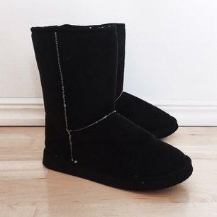 Säljer mina unga liknande boots i perfekt skick ✨  Köparen står för ev. Frakt  💕