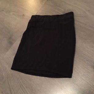 Kort kjol. Knappt använd.