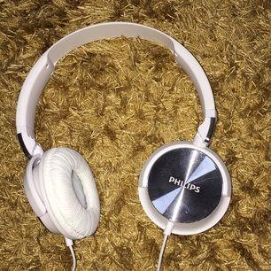 Nytt headset från Philips. Justerbar. Endast använd 1 gång under en bilresa
