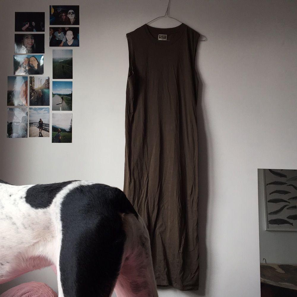 8880c2315130 Militärgrön långklänning Weekday Skick 9/10 Kommer från hem med hund men  tvättas innan.