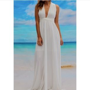 Snygg långklänning som passar till bal eller fest 🎀 aldrig använd, etiketten sitter kvar. Köptes på chicy.se för 799kr förra året. Klänningen kan knytas på flera olika sätt.