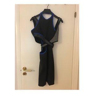 Helt oanvänd klänning från Alexander Wang x H&M (prislapp sitter kvar), nypris 799:-. Storlek 36. Galgen medföljer. Priset är diskuterbart!