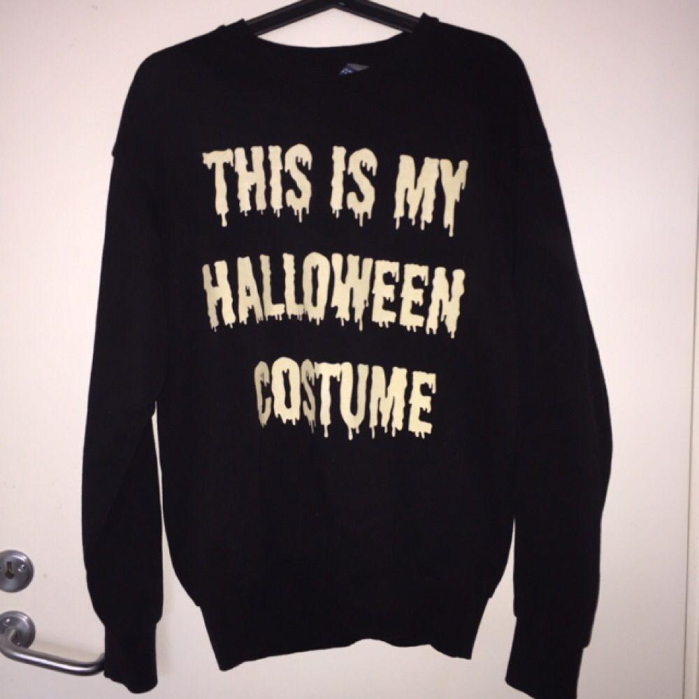 Tjocktröja från H&M, mycket sparsamt använd. Trycket på tröjan är självlysande i mörker. Perfekt skick!. Huvtröjor & Träningströjor.